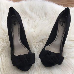 Fioni Peep Toe suede black bow heels